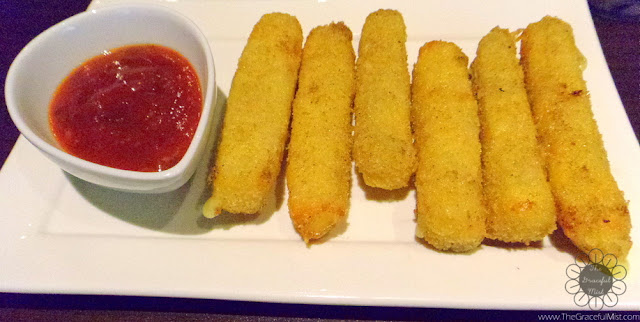 Caffe La Tea - Vegetarian Picks: Mozza Lava Sticks (Php 129.00) Photo (Review at http://www.TheGracefulMist.com)