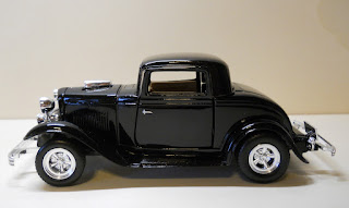 Ford Coupe year 1932 1:24 scale