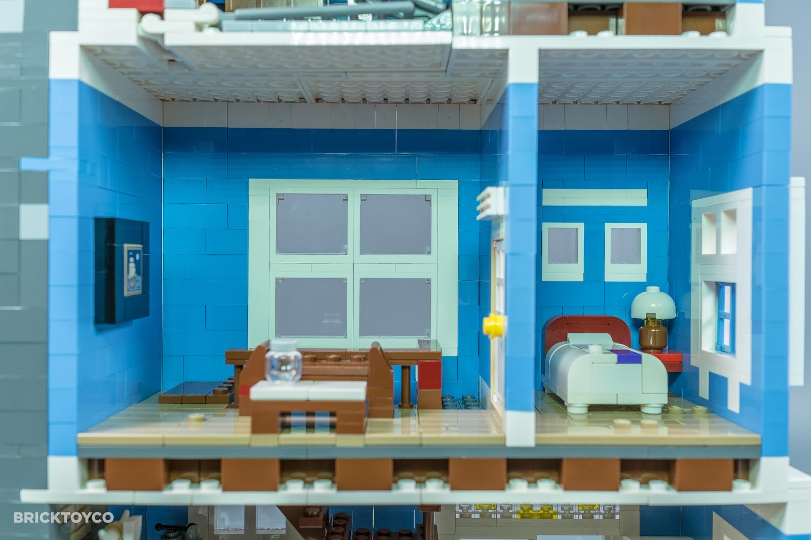 Bricktoyco Custom Lego Victoria House Mocthat Opens To