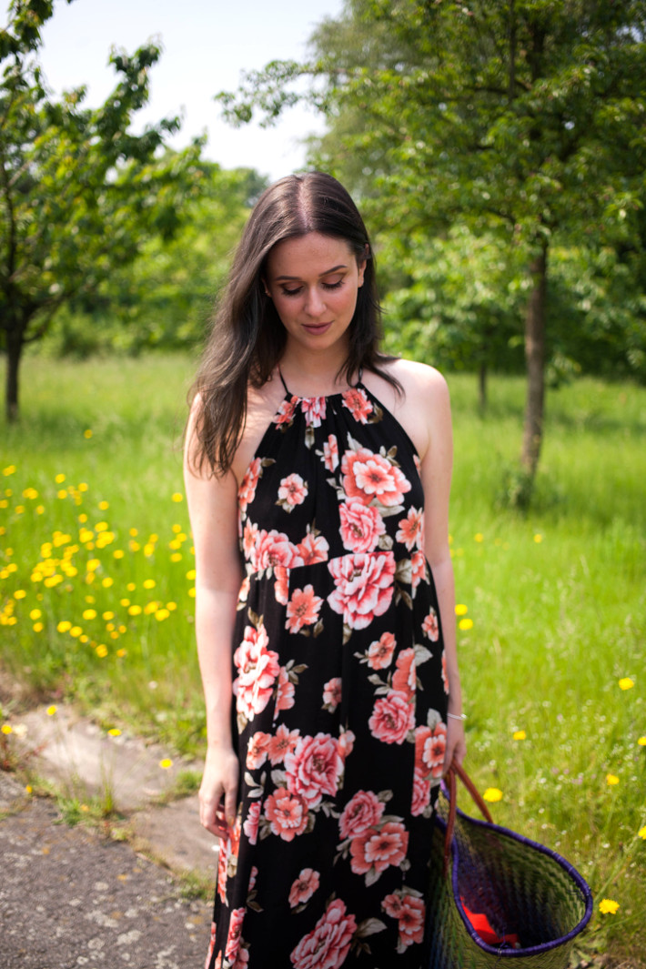 Outfit: Floral maxi dress, basket