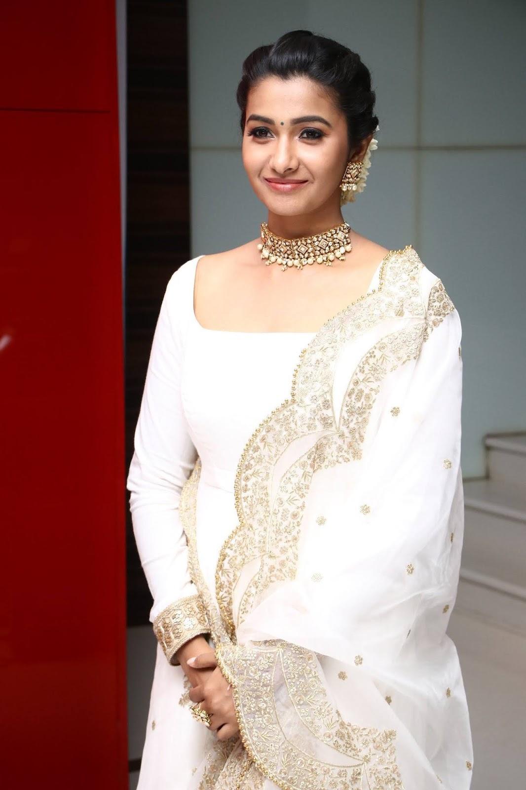 Actress PriyaBhavaniShankar Latest Photos Pics Wallpapers Gallery FullMovies VideoSongs