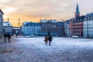 Η Δανία πληρώνει τους νέους 1.000 ευρώ το μήνα για να σπουδάσουν