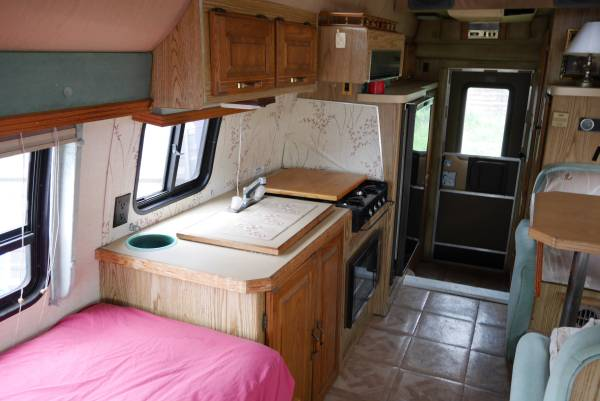 Vintage Class B Motorhome 1989 Ford Travelcraft Camper