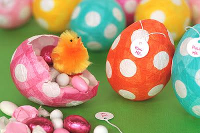 huevos-pascua-con-dulces-para-niños