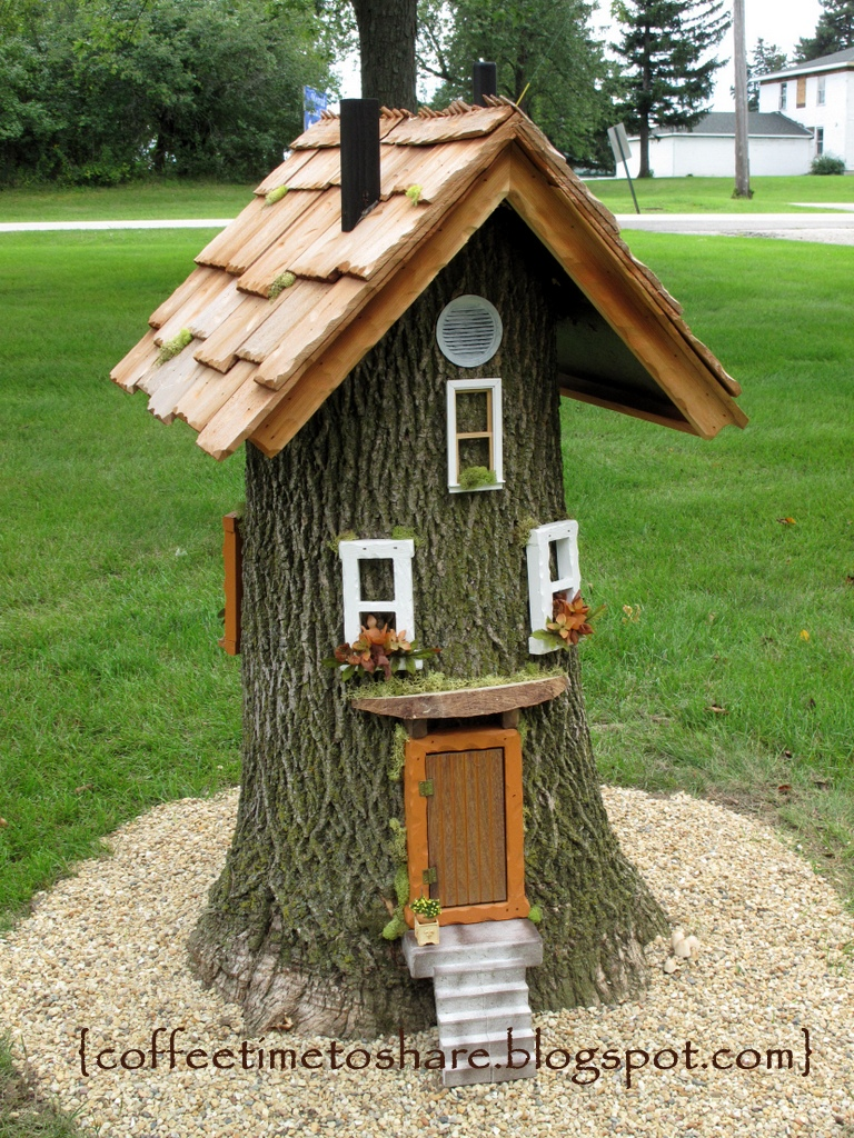 Coffee time to share gnome house for rent for Decoraciones jardines