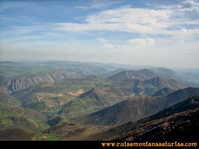 Ruta peña Manteca o Horru: Desde la cima, vista hacia las minas de Boinás