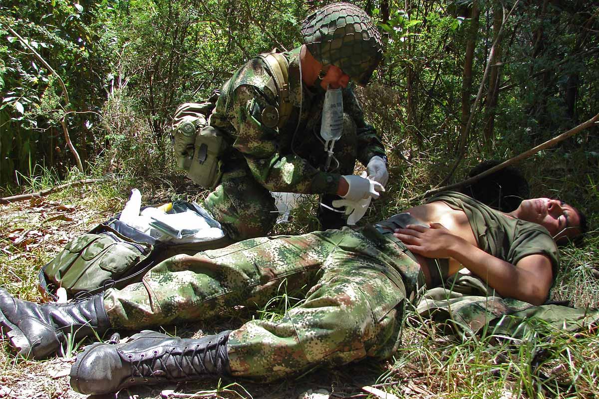 Resultado de imagen para soldados heridos cilindros bomba eln