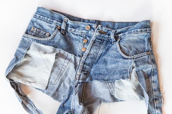 Vanhoista farkuista nappi rikkinäisiin farkkuihin