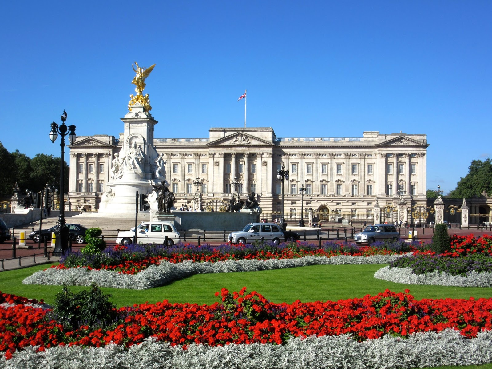 Buckingham Palace State Rooms Tour And Gardens