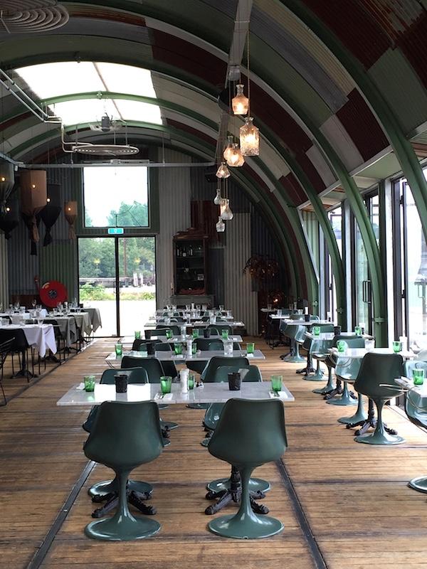 Vosgesparis an industrial chic restaurant hangar amsterdam for Industrial design amsterdam