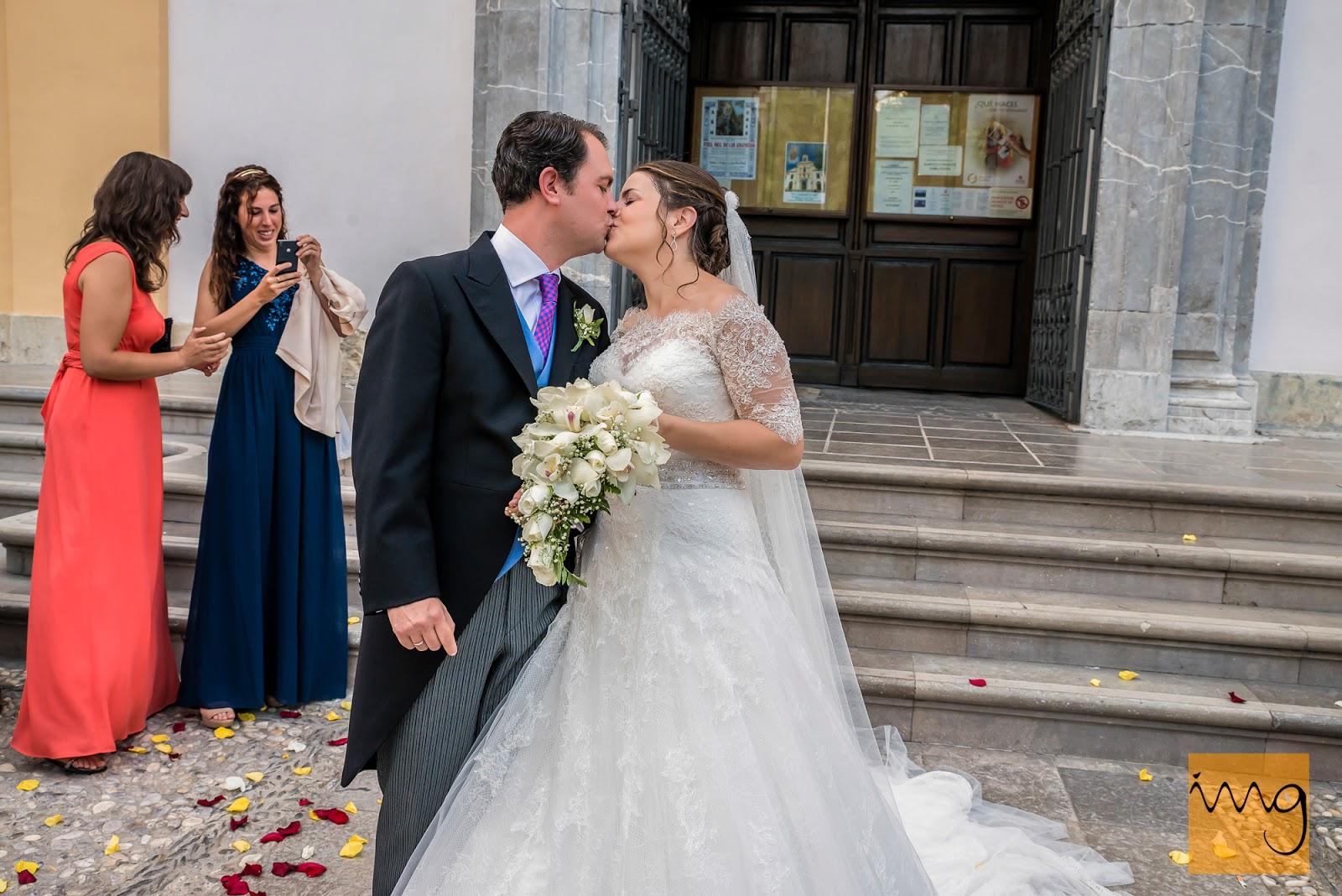 Fotografía de boda, besándose.