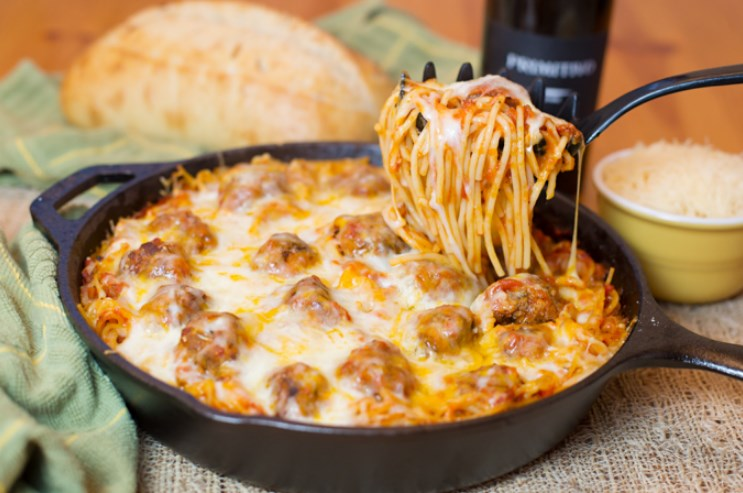 Baked Spaghetti & Meatballs #italianfood #deliciousdinner
