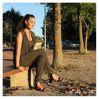 http://unblogdefille.blogspot.fr/2016/09/look-combinaison-kaki-et-bijoux-bronze.html