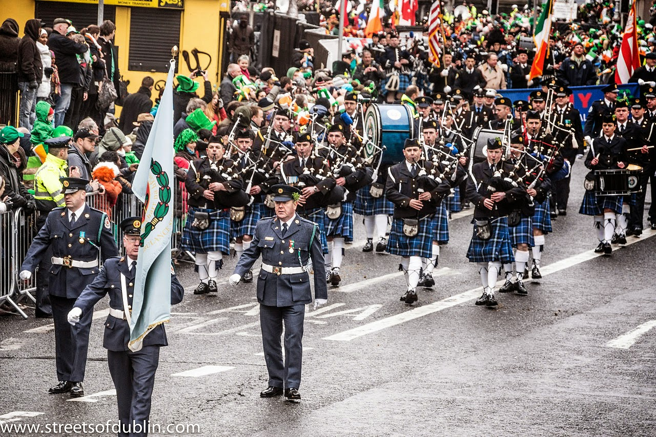 Frases De st-st patrick-saint patrick: Happy St Patick's Day  Bagpipers Band