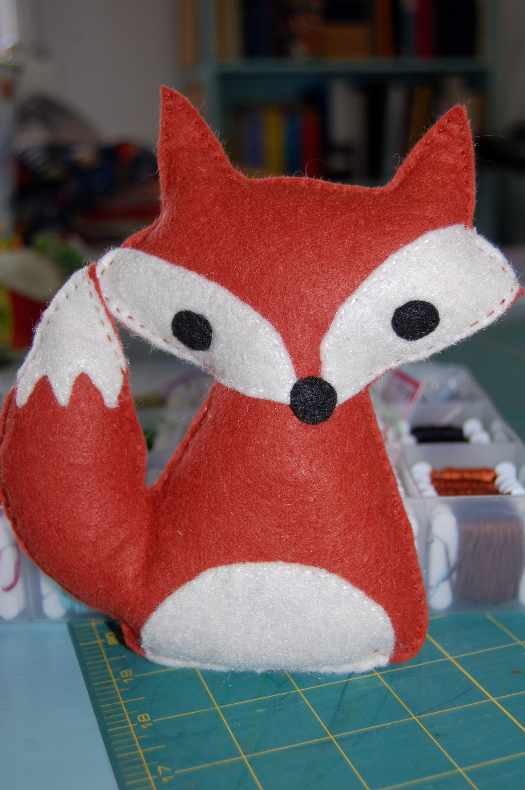 Little white schoolhouse free fox softie pattern for Template of a fox