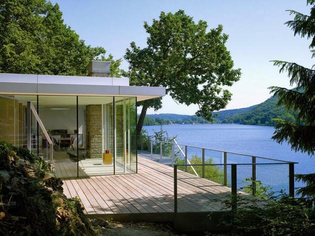 Desain Rumah Indah di Pinggir Danau