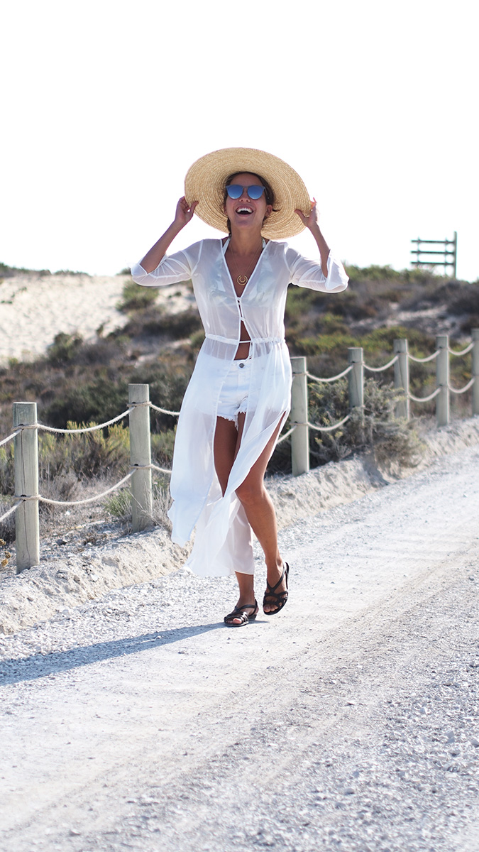 Casual beach look - white shorts, white blouse, straw hat, gucci sunglasses