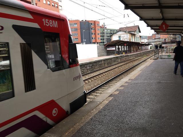Tren de Renfe en la estación de Desierto