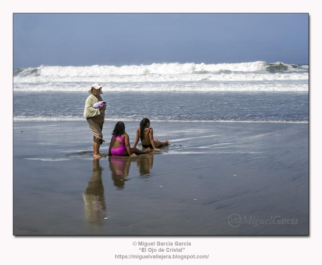 Horizonte de olas. Playa de los Pulpos, Lurín - Lima