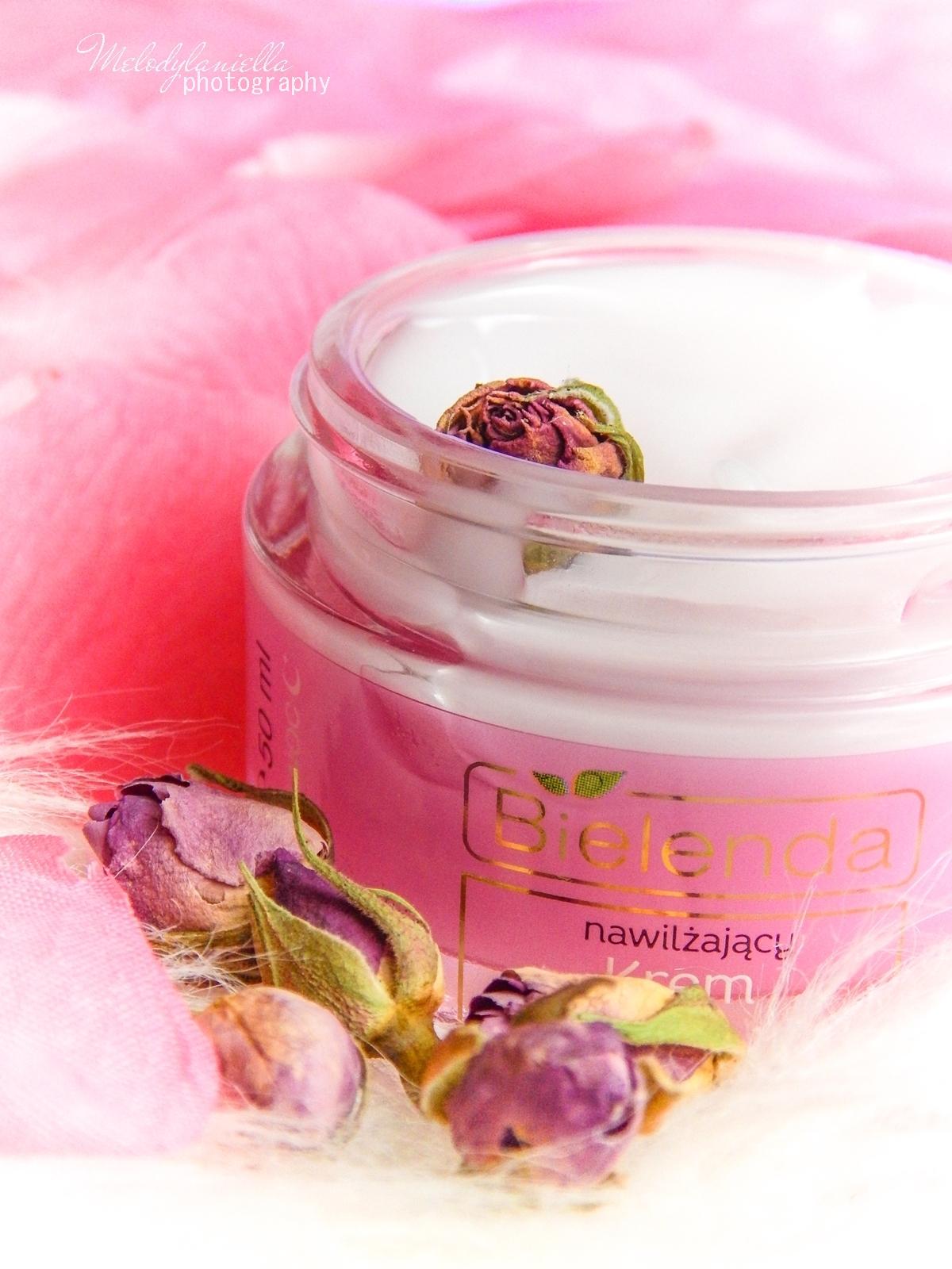 8 Bielenda rose care różany krem do twarzy recenzja kojąca woda różana 3w1 olejek różany do mycia twarzy produkty bielenda seria różana melodylaniella test produktów kosmetycznych ciekawe blogi lifestyle