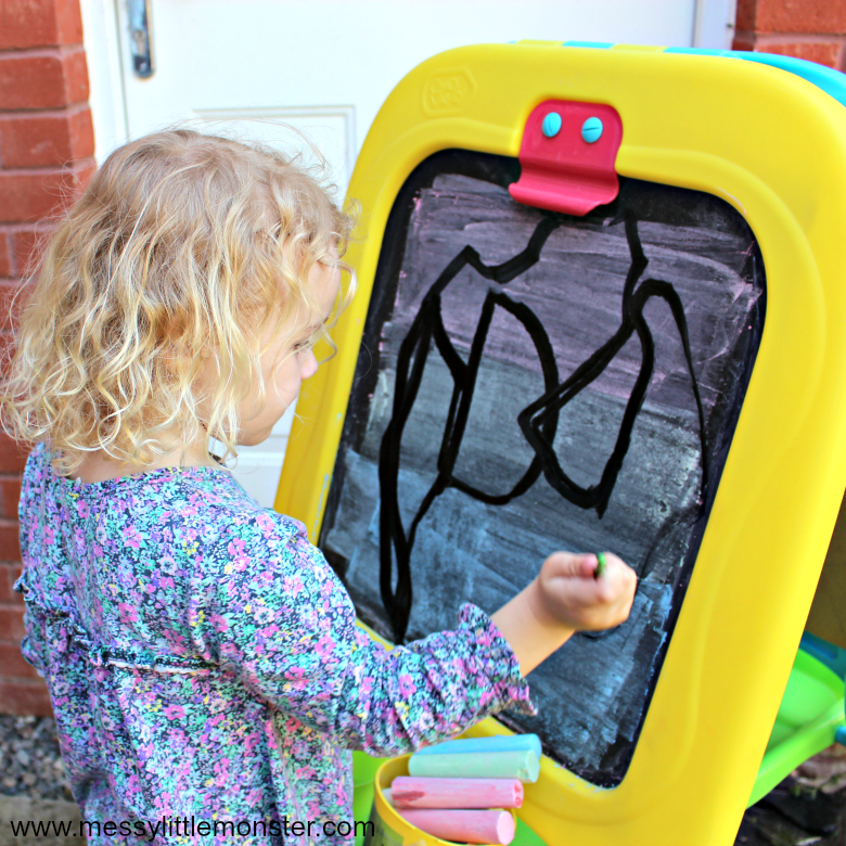 easy outdoor art idea for toddlers and preschoolers - painting with water