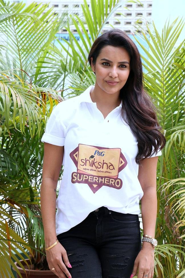 Beautiful Tamil Model Priya Anand Long Hair Photos In White Shirt Jeans