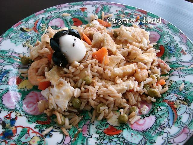 mi-version-de-arroz-tres-delicias-con-gorrito-y-delantal
