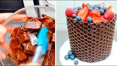 Plástico de burbujas y chocolate para decorar una tarta.