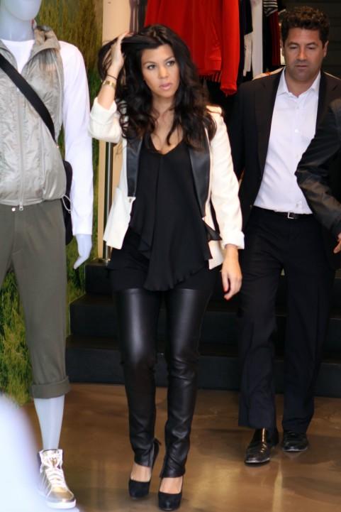 Simply Chic Kourtney KardashianKourtney Kardashian Pregnant Style 2012