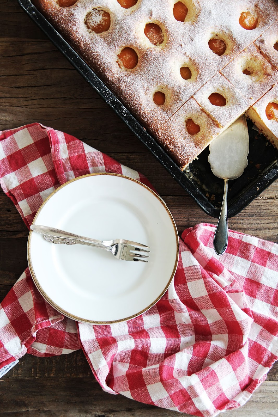 Simple Apricot Sheet Cake – fork and flower