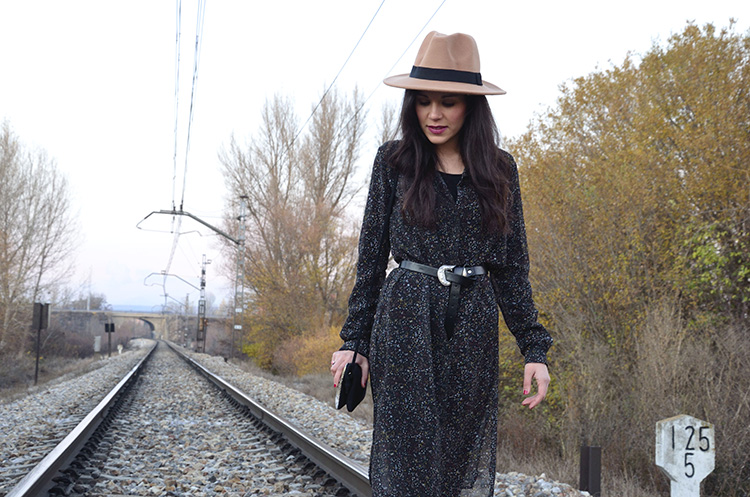 ritmos-folk-look-outfit-trends-gallery-botines-flecos-fedora-boho-botines-flecos-tendencia-folk