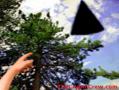 Group see triangle shaped ufo