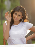 Hebah Patel Stills-cover-photo