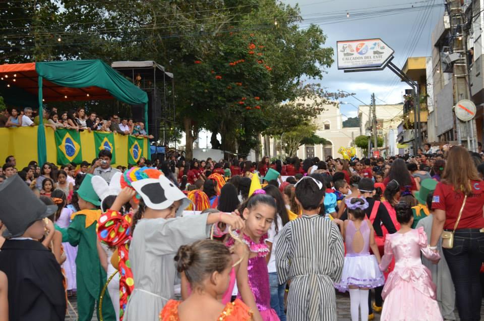 Resultado de imagem para desfile cívico  taquaritinga do norte