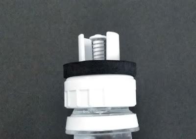 水足しくんのキャップとペットボトルを接続