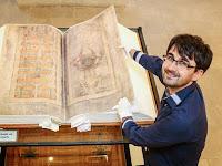 Manuskrip Terbesar Penuh Misteri Ini Dibuat oleh Iblis?