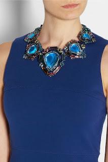 Как подобрать украшение к синему платью?
