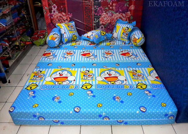 Sofa bed inoac motif doraemon garis