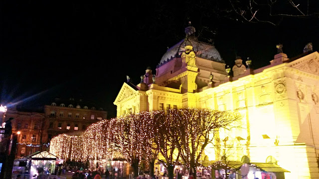advent in zagreb, lights, lampice, fairy light