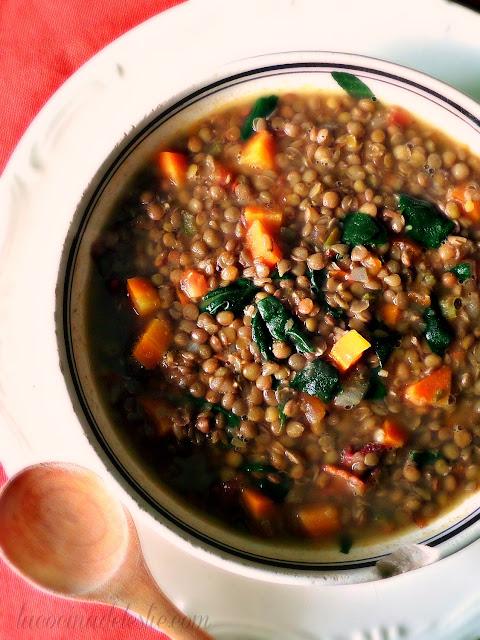 Sopa de Lentejas - lacocinadeleslie.com