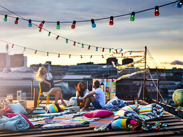 La nueva colección de verano 2018 de IKEA nos invita a quedarnos en casa