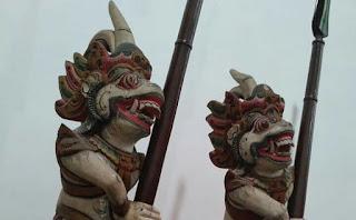 Jual Barang antik sepasang patung anoman penjaga rumah