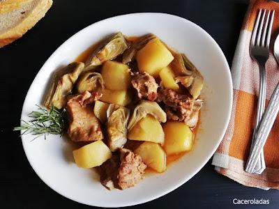 Patatas guisadas con costillas y alcachofas