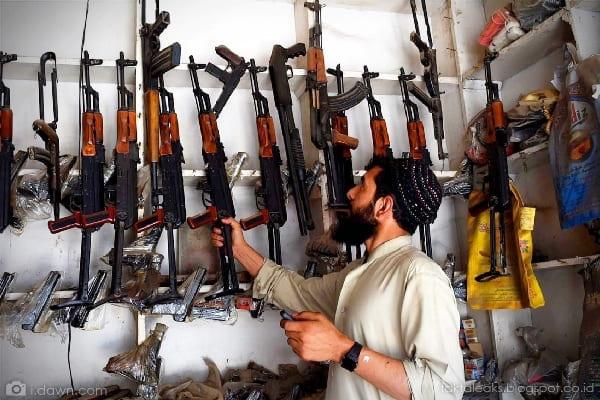 Perdagangan Senjata Ilegal