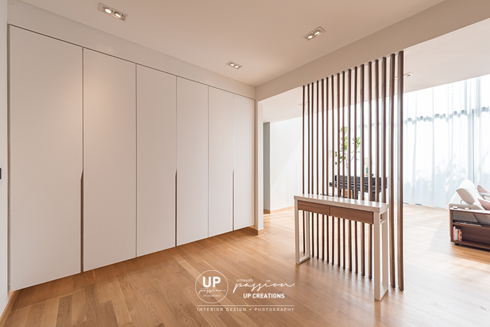 ss1 bungalow foyer with adjustable wood strips divider, cleancut and sleek shoes cabinet in white color