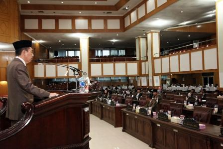 DPRD Sampaikan Laporan Hasil Penelitian 5 Raperda