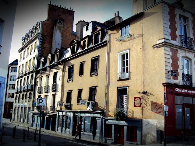 Les numéros 2, 4 et 6 de la rue Dreyfus, là en 2018... qui vont bientôt être démolis...