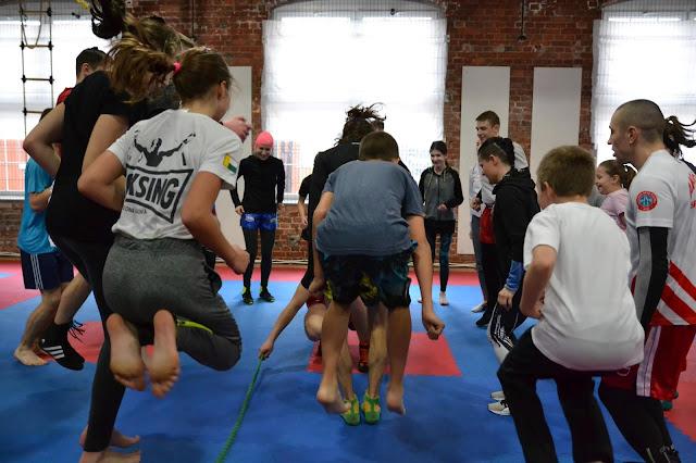 Trenuj razem z nami! Akademia Zwycięzcy - treningi boksu i kickboxingu dla najmłodszych w wieku od 7 do 12 lat.