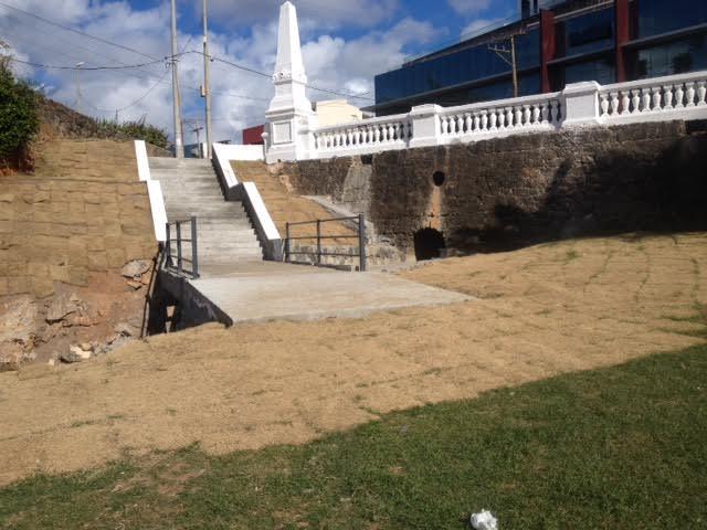 Nova escadaria para acessar à Praia da Paciência