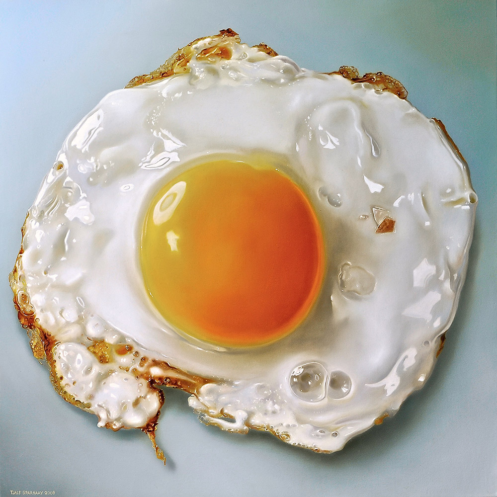 02-Fried-egg-Tjalf-Sparnaay-The-Beauty-of-the-Everyday-Paintings-of-Food-Art-www-designstack-co